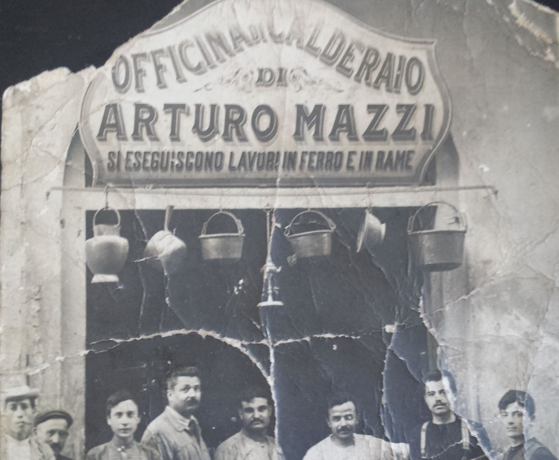 http://www.mazziarturo.it/wp-content/uploads/2016/04/foto-storica-2816x2315.jpg